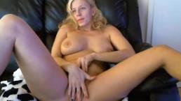 Hot tunderose flashing ass on live webcam
