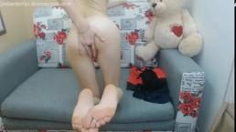 Blonde Teen Ass Fingering herself in Webcam