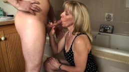 Bathroom Blow Job with a 23 Year Old Fan