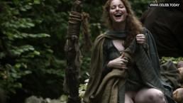 Esmé Bianco Flashing her pussy in public Game Of Thrones s01e06
