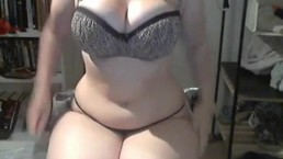 Sexy chubby babe shows her big ass on webcam