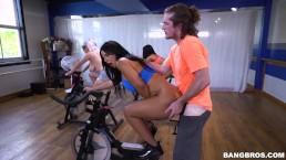 Fuck in gym whwn girls bike