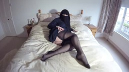 Burqa Niqab stockings & suspenders masturbation