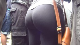 Perfect bubble butt in yoga pants
